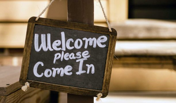 Sign that says Welcome Please Come In.